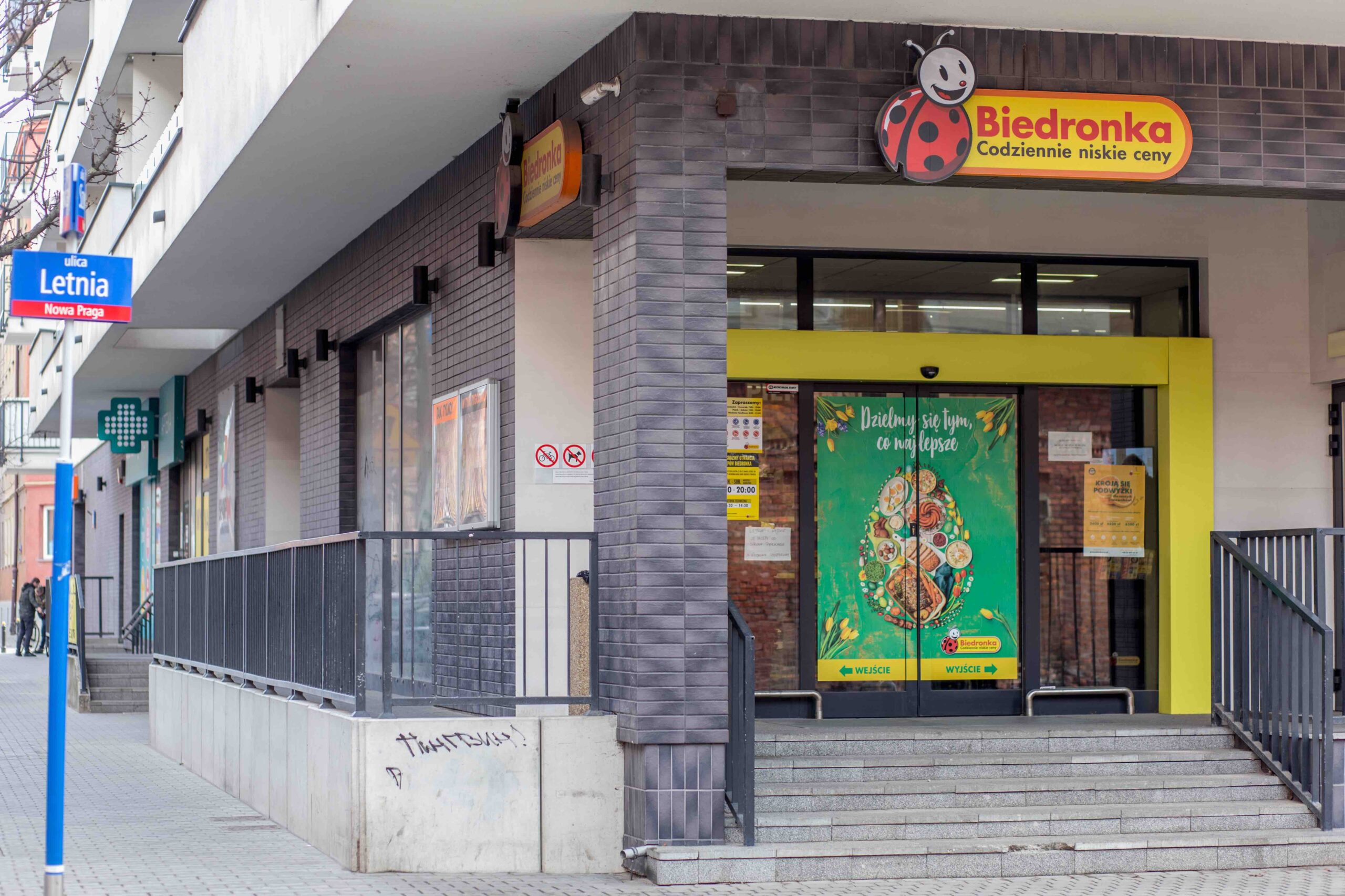 Lokal z najemcą Biedronka